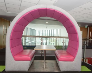 Open seater pod for 4 person meeting area